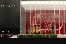 高定起家的Valentino放低身段寻求年轻化转型