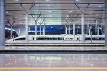 """买到票却上不了车丨五一""""买短乘长""""导致火车超载,铁总首次回应并致歉"""