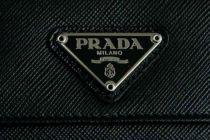 PRADA推出再生尼龍包