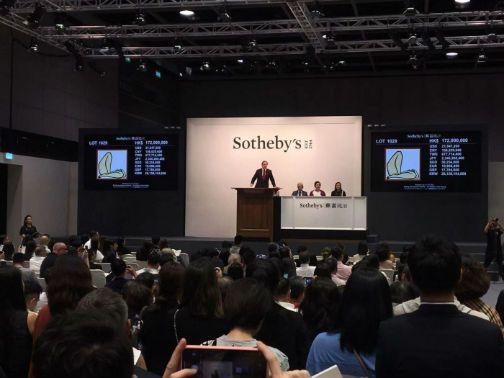 常玉《曲腿裸女》拍卖1.98亿港元刷新艺术家拍卖成交纪录