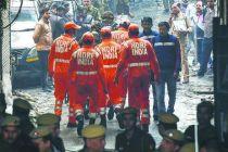 印度新德里一商业建筑失火 已致43人丧生