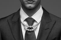 借勢各自原生粉  川久保玲合作頂級珍珠品牌入局男性珠寶市場
