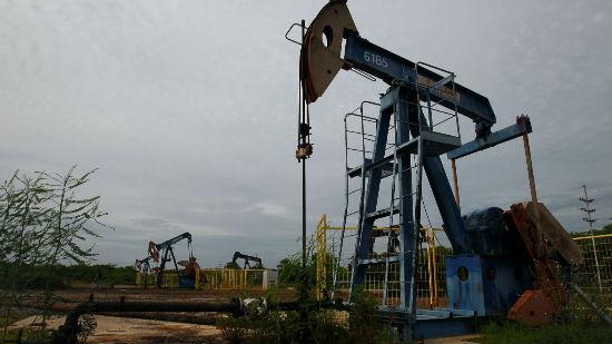 """油价""""三国杀"""" 美页岩油企业缴械"""