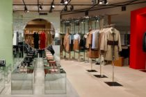 Burberry利润减半  一年改造64家门店