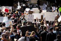 騷亂升級 美國疫情賬單不止8萬億