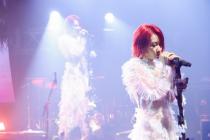 平行麦现场乃万超级在线演唱会首创直播+录播制式