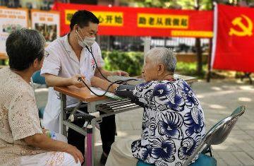 北京社区居家养老服务恢复首周 驿站复工的AB面
