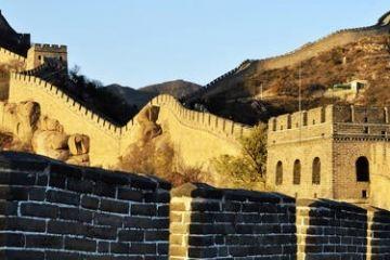 3名游客在长城墙体刻划 八达岭特区办事处:已会同公安调查取证