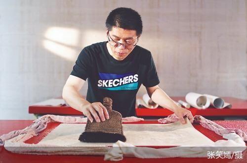 中国工匠精神的魅力 书画修复的传统技艺重新绽放出新的活力