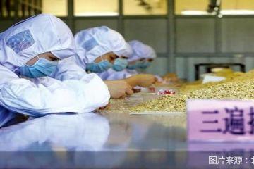 北京商业新圈层|喝着牛舌饼味儿奶茶,踩着朝靴地铁通勤 京城老字号有多潮